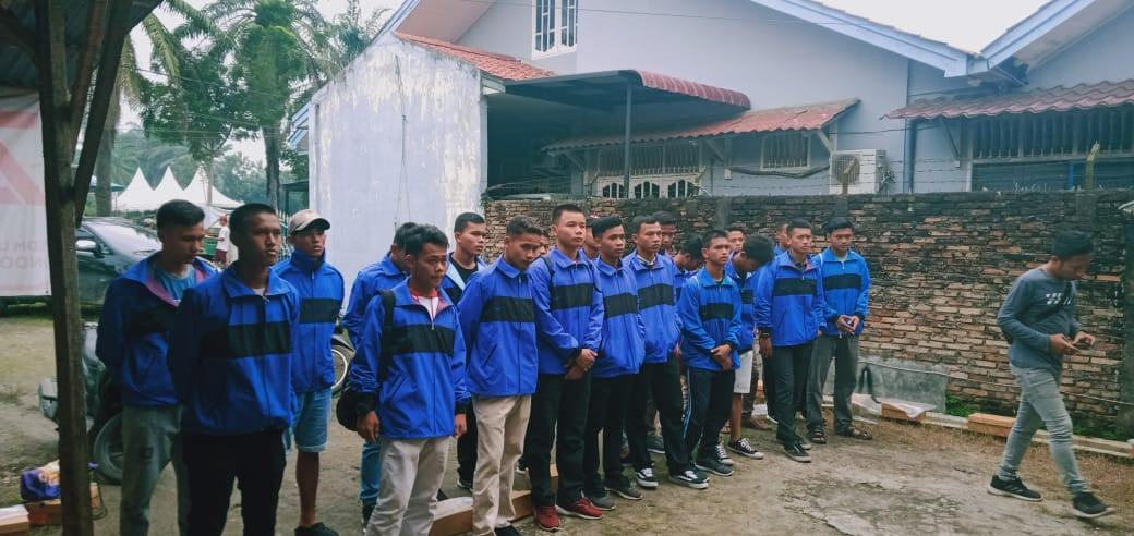 Piala Gubernur Sumut, Kadisporapar Labura Lepas Atlet Sepakbola U-17