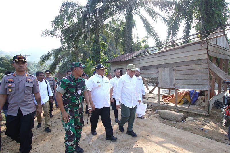 Tinjau Banjir Bandang Labura, Gubsu: Rumah Warga Direlokasi, Infrastruktur Dibangun