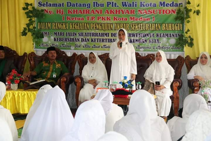 MUDANEWS, Medan - Plt Ketua TP PKK Kota Medan Ny Hj Nurul Khairani Akhyar Nasution mengajak kaum ibu untuk ikut serta mendukung
