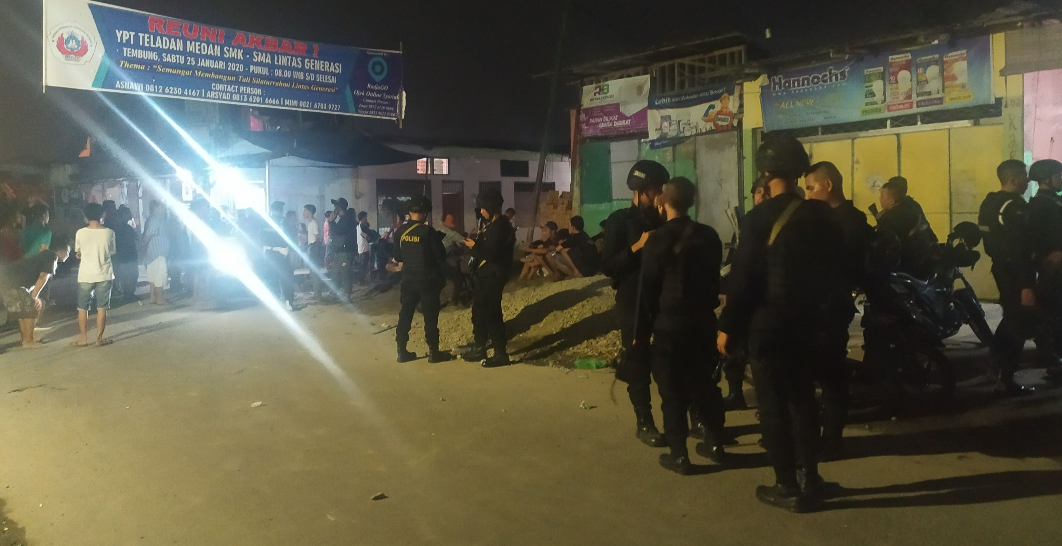 Ratusan Personil Polisi Siaga Amankan Bentrok di Perumnas Mandala