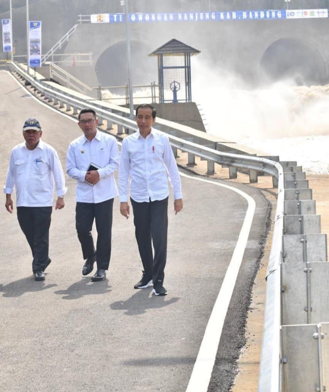 Jokowi Bersama Ridwan Kamil, Resmikan Terowongan Nanjung