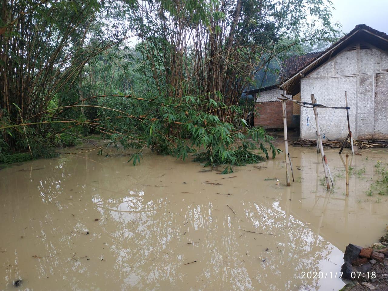 Hujan di Ciamis, Air Sungai Meluap Genangi Perkampungan