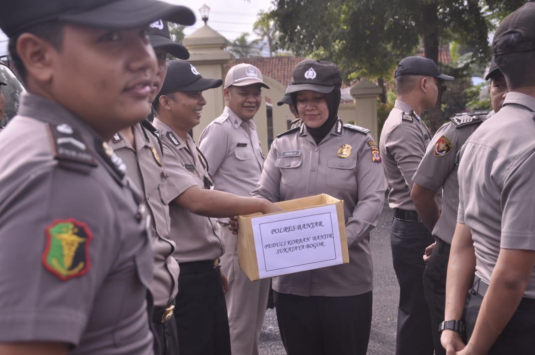 Polres Banjar, Peduli Korban Banjir dan Longsor Sukajaya