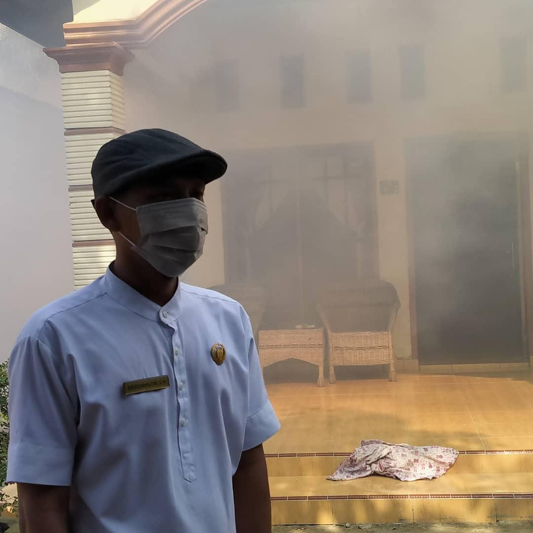 Anggota DPRD Langkat, Asapi Rumah Warga yang Terjangkit DBD