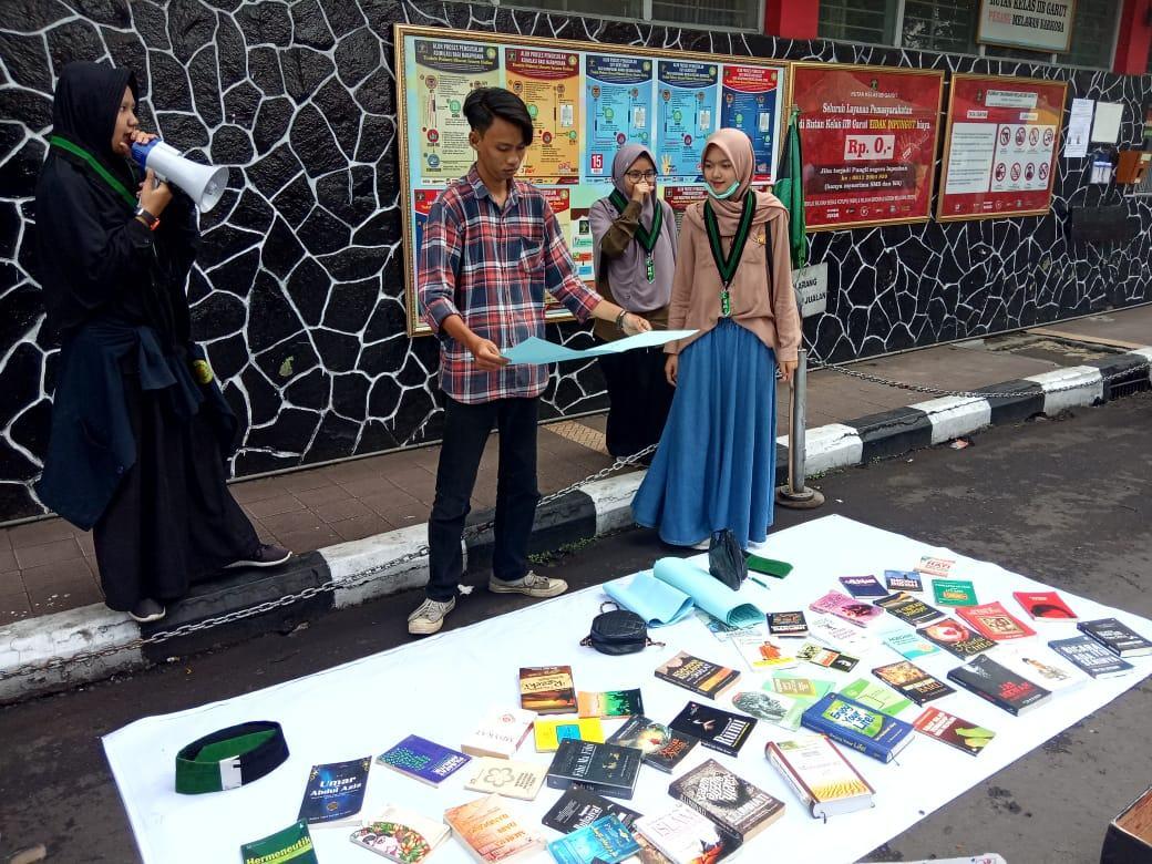 HMI Komisariat STAI Persis Garut, Gelar Lapak Baca dan Aksi Kemanusiaan