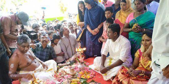 Pasangan Hindu di India Satukan Ikatan Sehidup Semati di Masjid