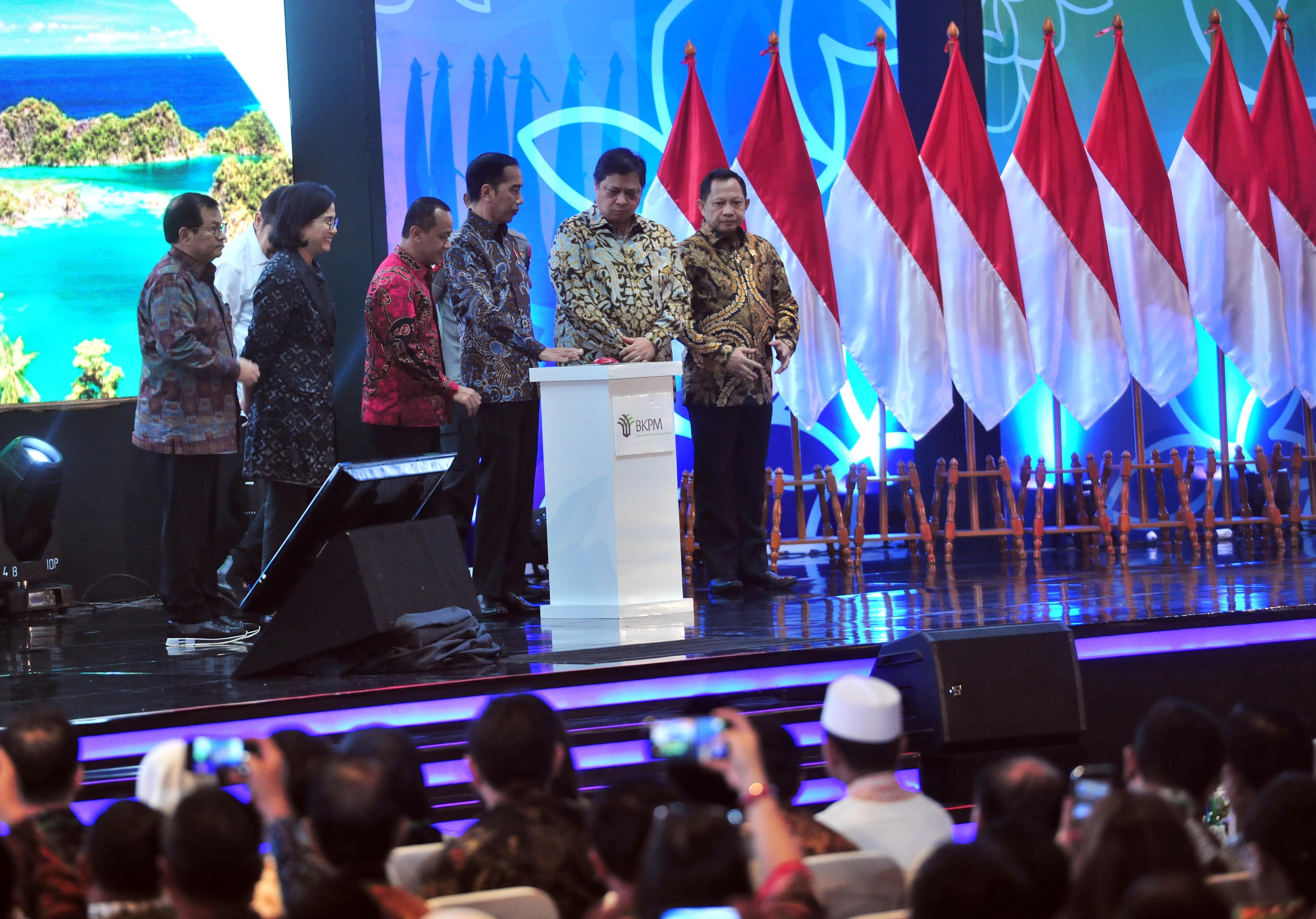 Selesaikan Masalah di Dalam, Jokowi: Investasi Rp708 Triliun tak Terhenti di Depan Pintu