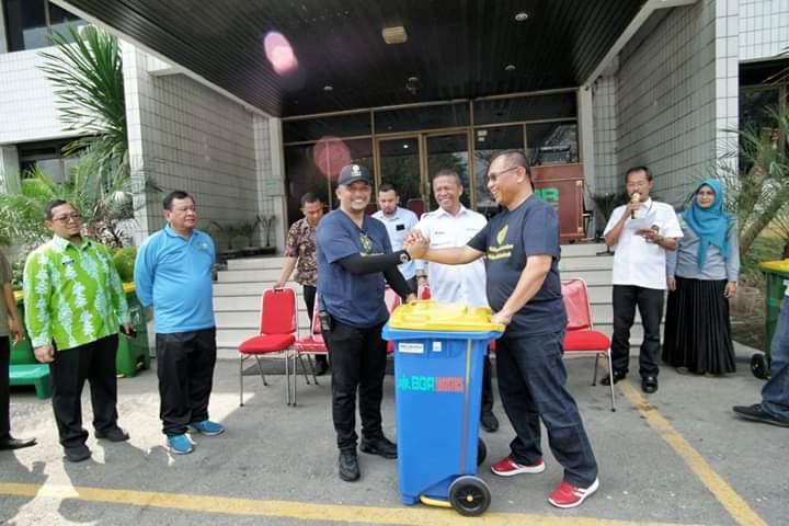 Terima 50 Unit Tong Sampah, Akhyar Apresiasi PT BGR Divre I Medan