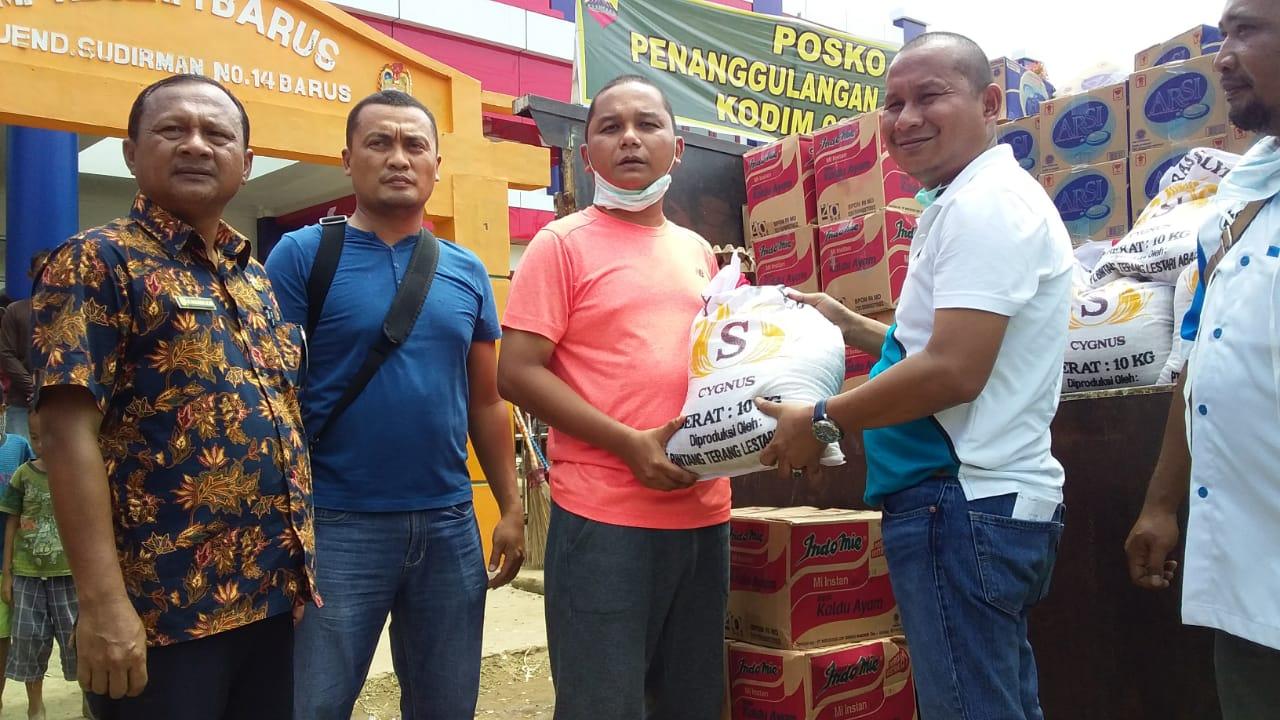 Bupati Tapteng Salurkan Rp 200 Juta Bantuan Pribadi dan Pemkab 3.000 Paket Sembako Sebagai Awal