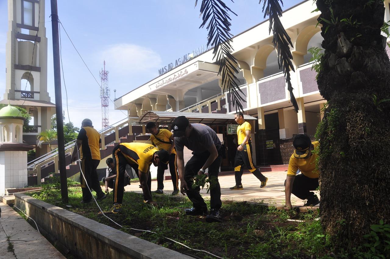 Polres Banjar, Bersihkan Rumah Ibadah