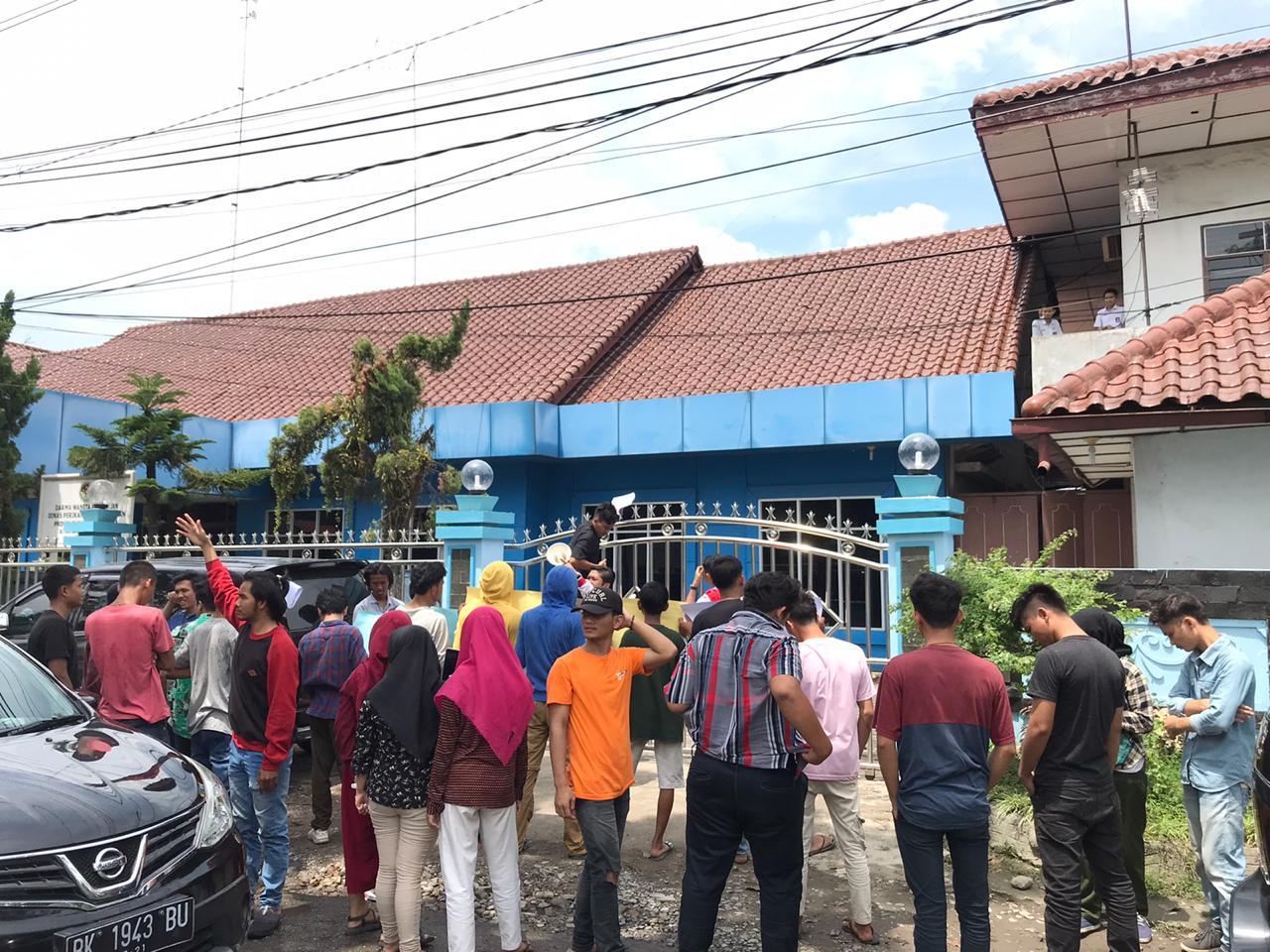 Pemuda LIRAPemuda LIRA Medan, Menggeruduk Kantor Dinas Perikanan dan Kelautan SumutMedan, Menggruduk Kantor Dinas Perikanan dan Kelautan Sumut