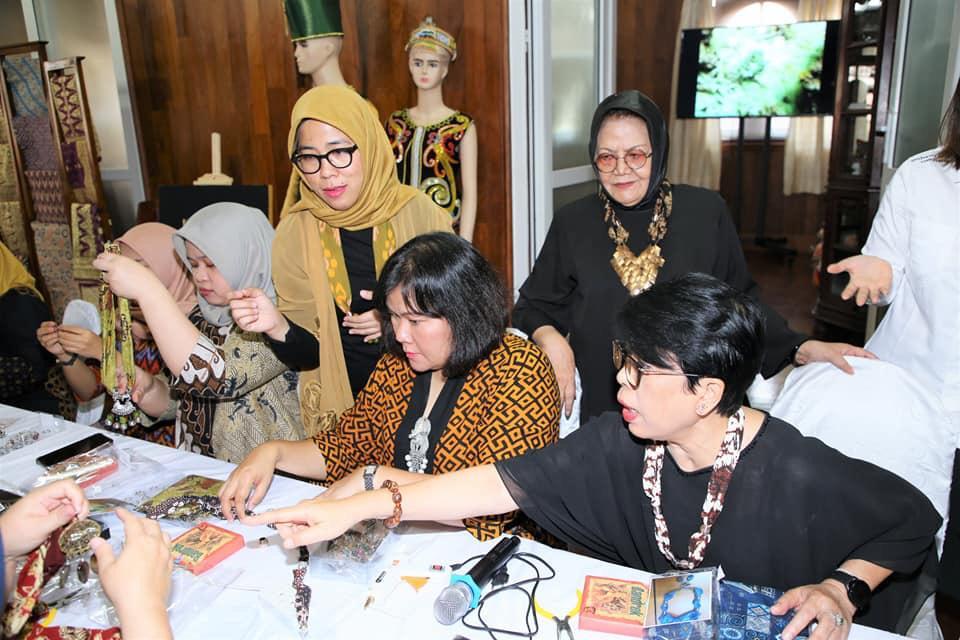 Dorong Diplomasi Budaya Indonesia di Laos, Prodi IHI UNIKOM Lakukan Kegiatan PKM
