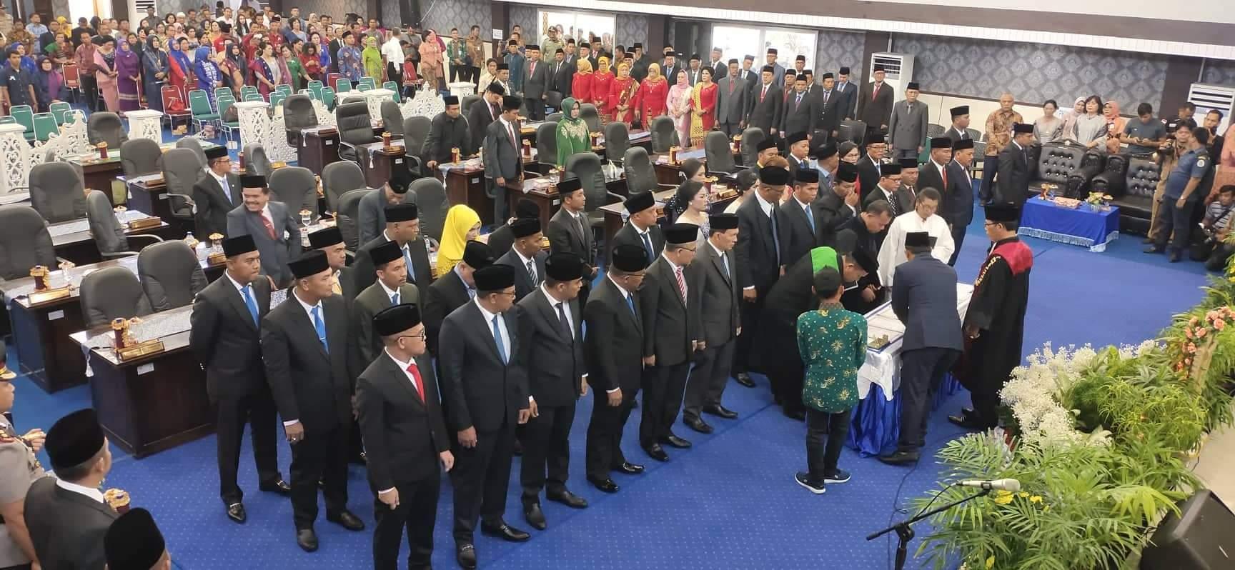 Anggota DPRD Tapteng Periode 2020-2025 Resmi Dilantik, Khairul Kiyedi Pasaribu Ketua Sementara