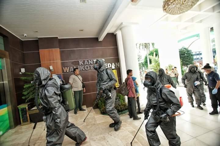 Detasemen Gegana Brimob Polda Sumut Semprot Kantor Walikota Medan