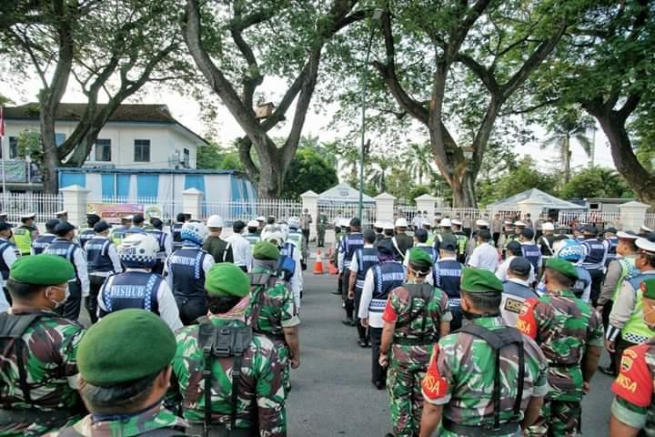 Ribuan Personil Gabungan Ikuti Apel Penutupan Sejumlah Ruas Jalan
