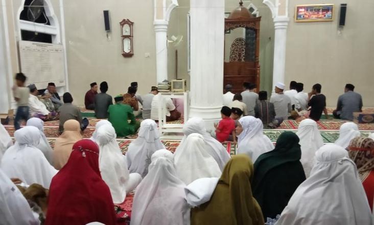 Warga Langsa, Lakukan Dzikir dan Baca Alquran di Masjid Agar Terhindar Corona