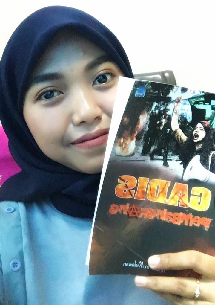 Kritik Atas Isi Novel Gadis Pembangkang