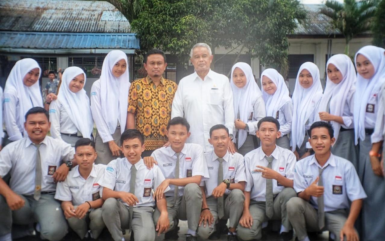 Reses Anggota DPR RI, Berkunjung keSMA Negeri 1 Padang Tualang