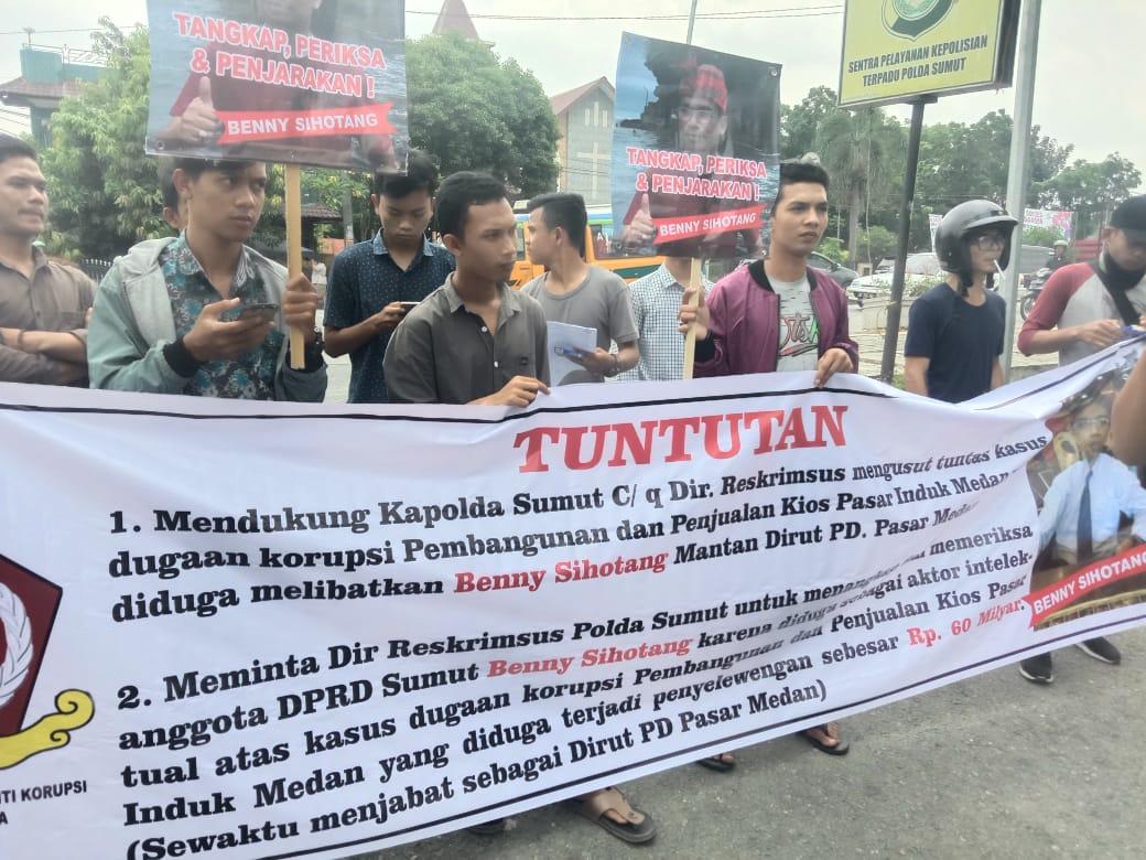 Mahasiswa Demo Polda Sumut, Minta Usut Dugaan Korupsi Pembangunan Pasar Induk Medan