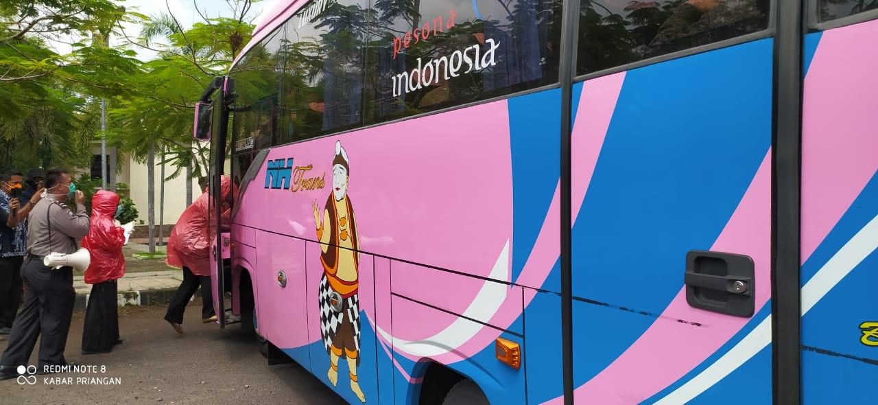 Antisipasi Penyebaran Corona, Polres Banjar Banjar Periksa Penumpang Bus Asal Jakarta