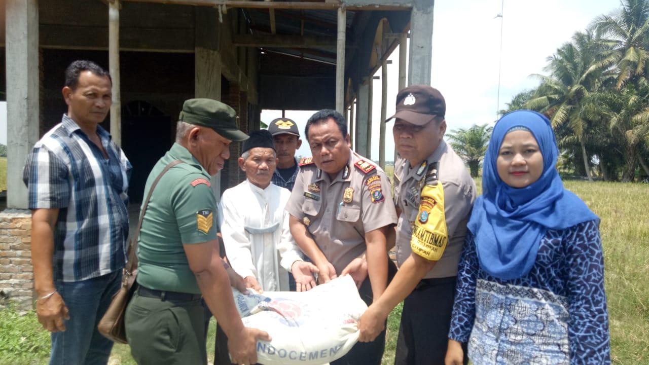 Jumat Barokah, Polsek Tanjung Beringin Santuni Kaum Dhuafa