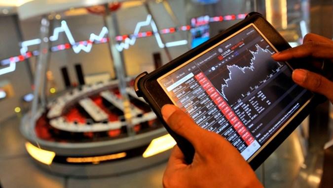 Pelaku Pasar Wait And See, Covid-19 Lumpuhkan Ekonomi Dunia