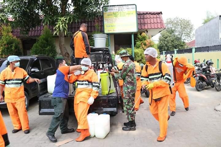 Cegah Penyebaran Covid-19, Kecamatan Medan Johor Lakukan Penyemprotan Disinfektan