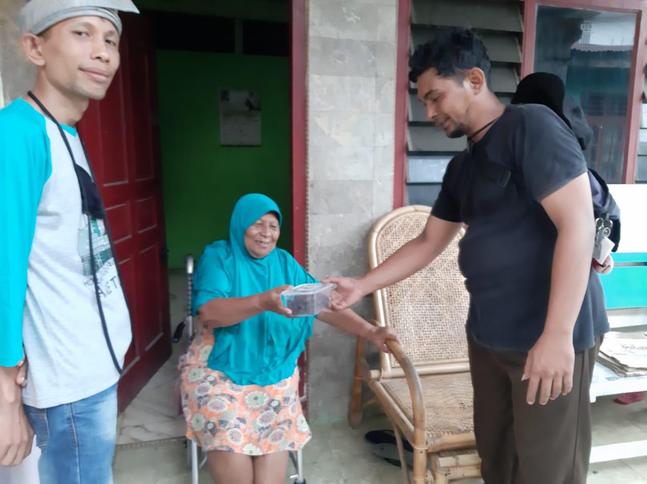 PM MBN Langkat Tanjung Pura Bagikan Paket Kurma Di Tengah Wabah Corona