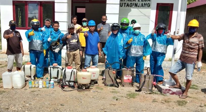 Respon Intruksi Bupati, Pemerintah Desa Huta Ginjang Semprot Cairan Disinfektan