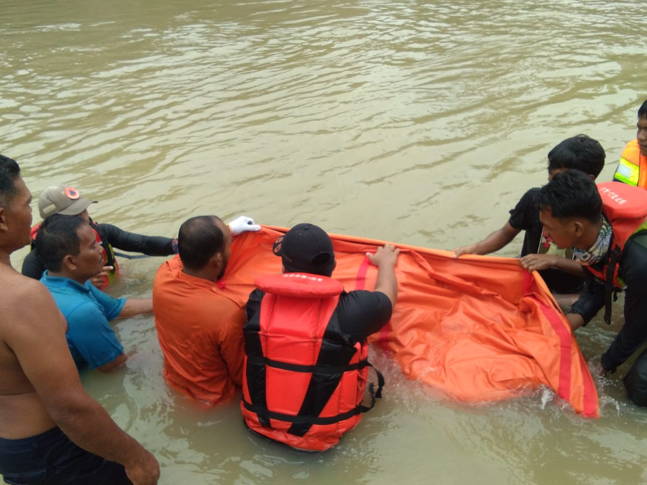 Tim Basarnas dan BPBD Asahan Temukan Jasad Junaidi di Hari Ke 3