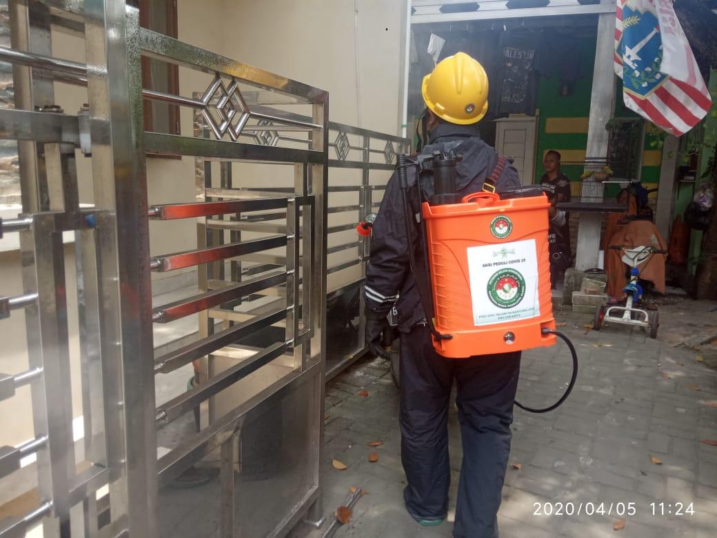 Pejuang Islam Nusantara DKI Jakarta, Masuk Kampung Semprot Disinfektan Cegah Covid-19
