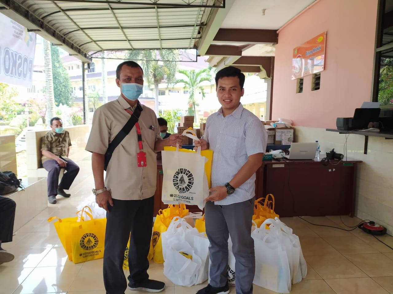 Lawan Covid-19, SDGs Sumut Serahkan Donasi Nutrisi ke RS Adam Malik