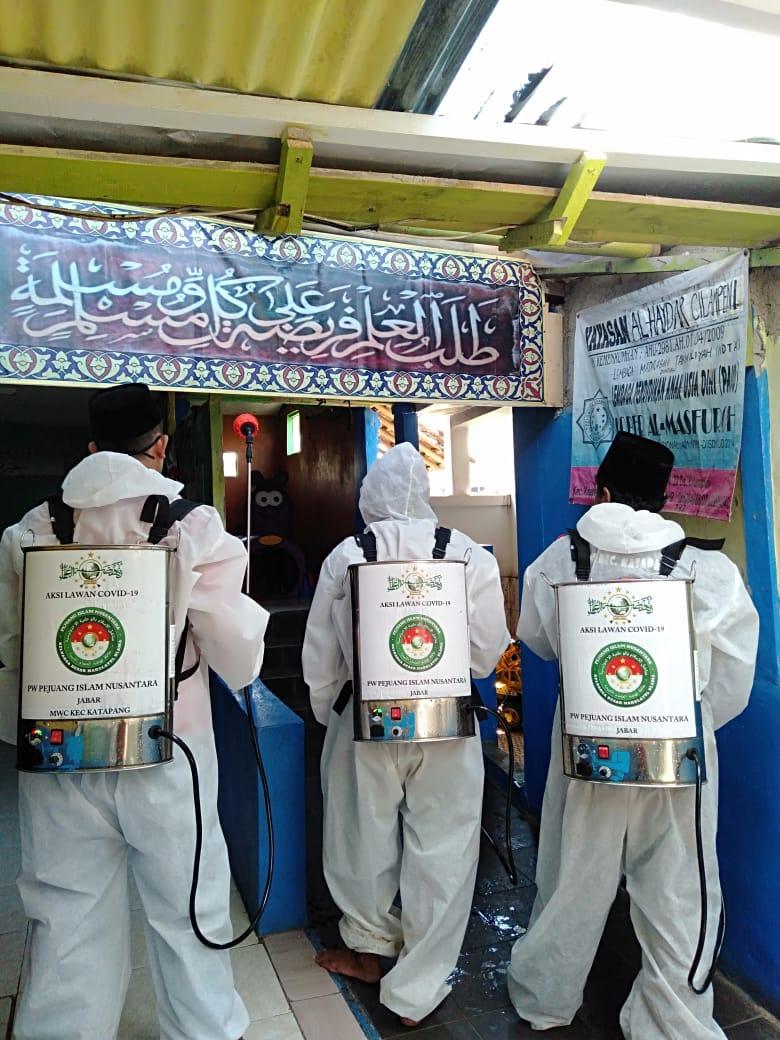 Pejuang Islam Nusantara Jabar, Bersihkan Kampung Basmi Corona