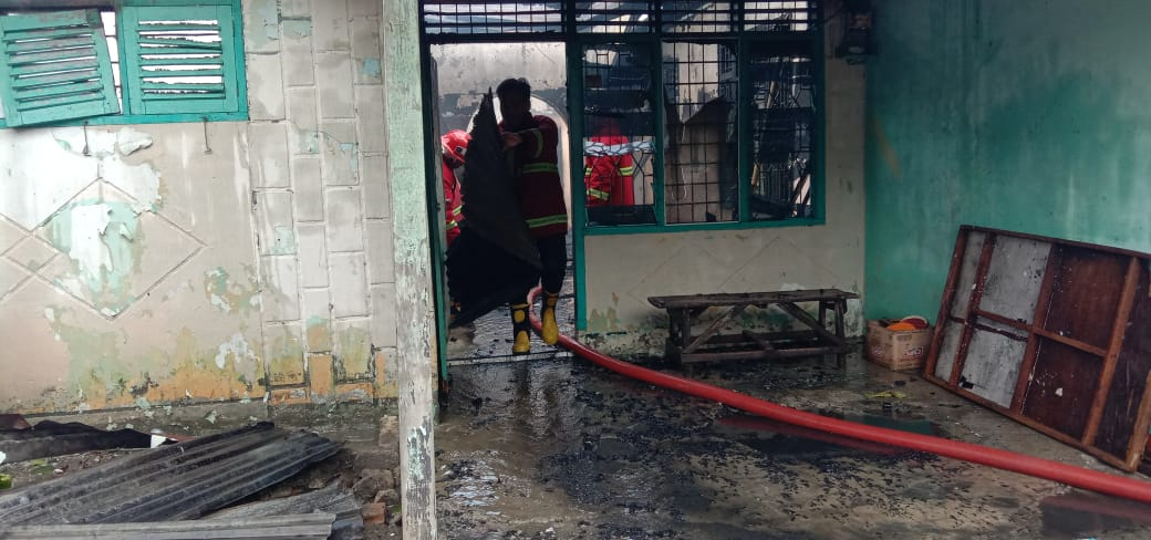 Warga Jalan Mangga Kedai Ledang, di Hebohkan Dengan Dua Unit Rumah Hangus Terbakar