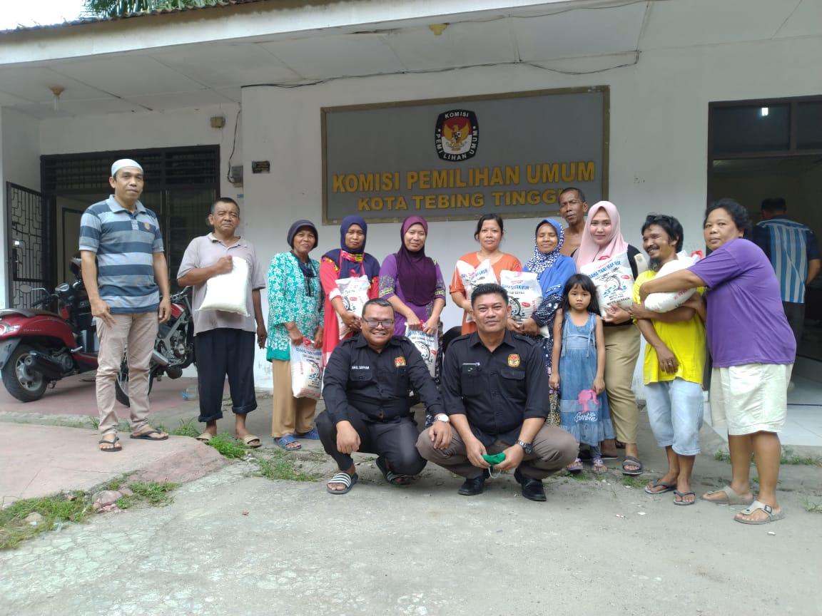 KPU Tebing Tinggi, Salurkan Bantuan kepada Dhuafa dan Sosialisasi Pencegahan Covid-19