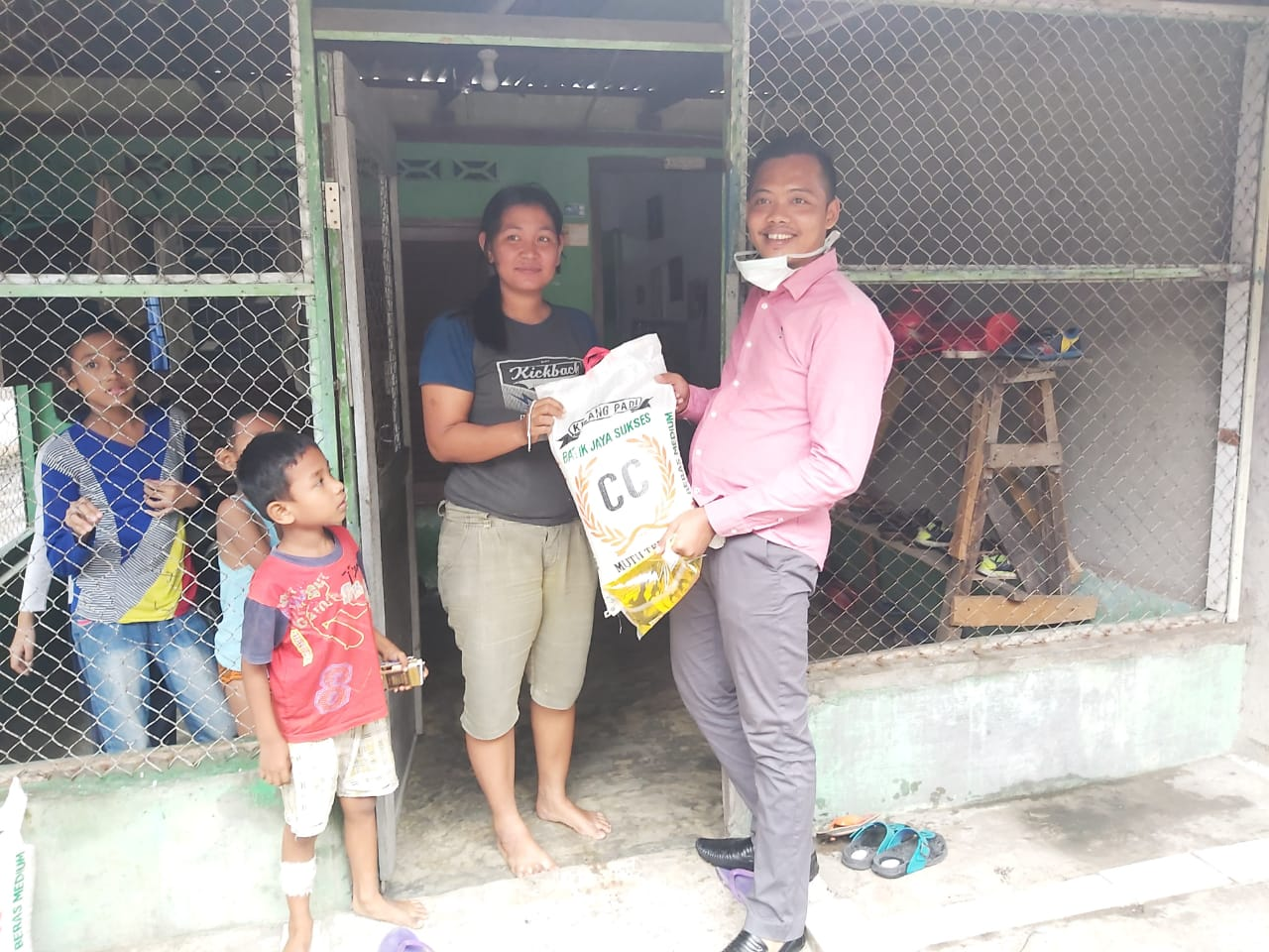 Badko HMI Sumut, Bagikan Sembako dan Masker di Tengah Pandemi Corona