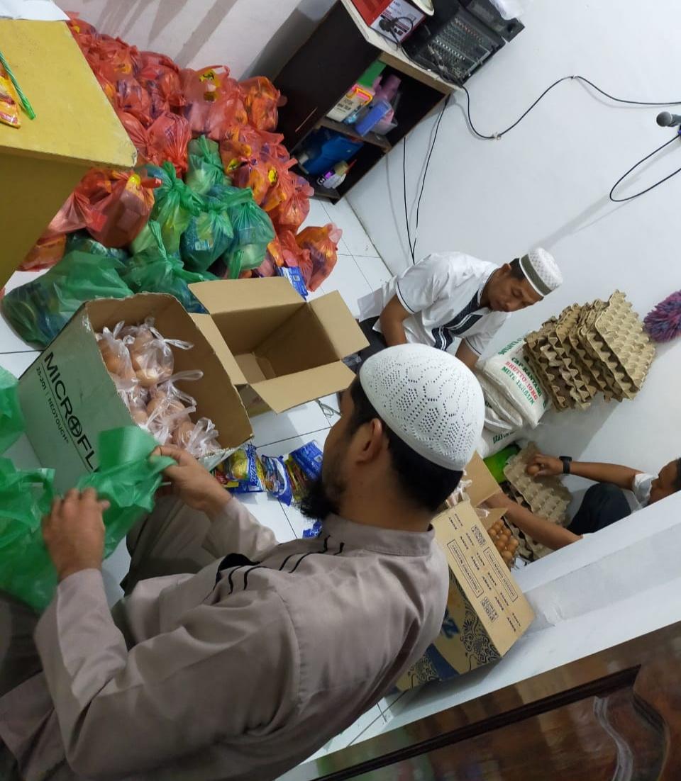 BKM Masjid At-Taubah Medan, Bagikan Sembako untuk Umat Terdampak Covid-19