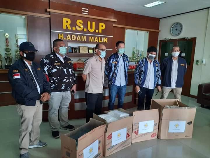 DPD AMPI Sumut, Serahkan Bantuan APD ke RSUP Adam Malik