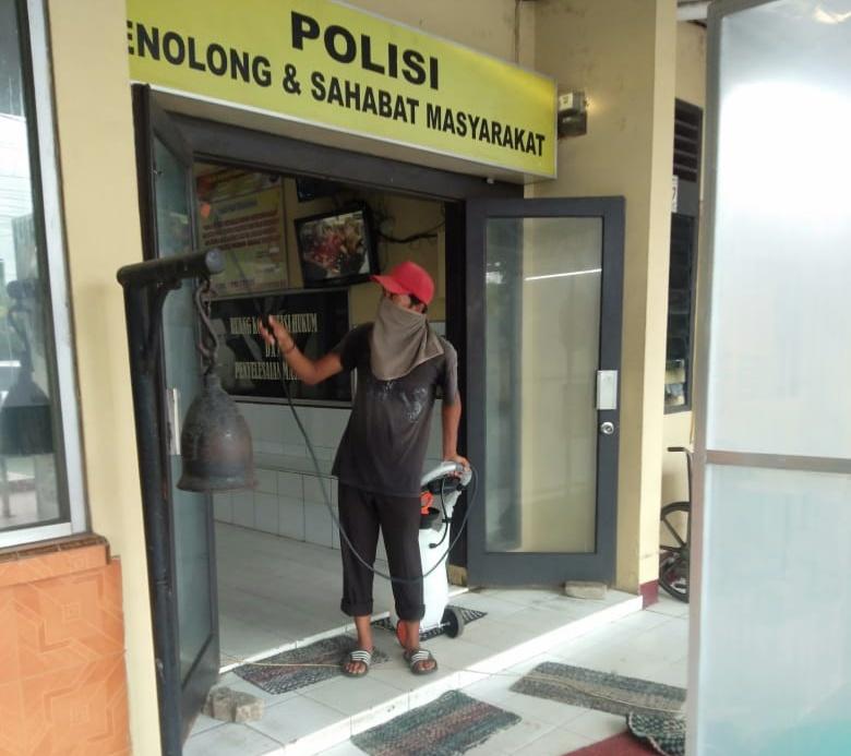 Ruangan Tahanan Polsek Tanjung Morawa, Disemprot Desinfektan