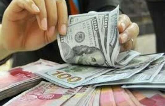 Menguat Tipis-tipis, Dolar AS Tempel Rupiah di Rp 15.425