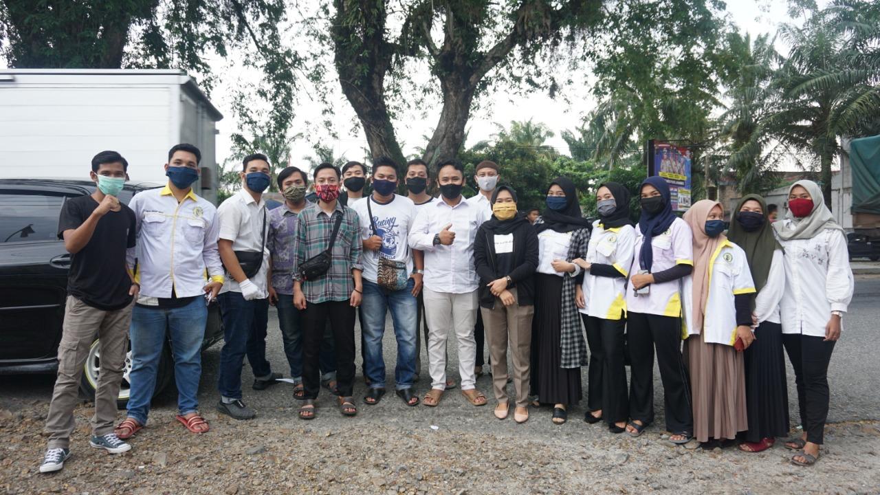 Mahasiswa dan Pemuda Labura, Bagikan Takjil dan Masker kepada Masyarakat