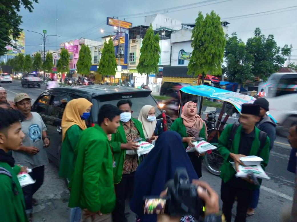 15 Ramadhan, Sema STAI JM Tanjung Pura Bagikan Sembako dan Sosialisasi Kampus
