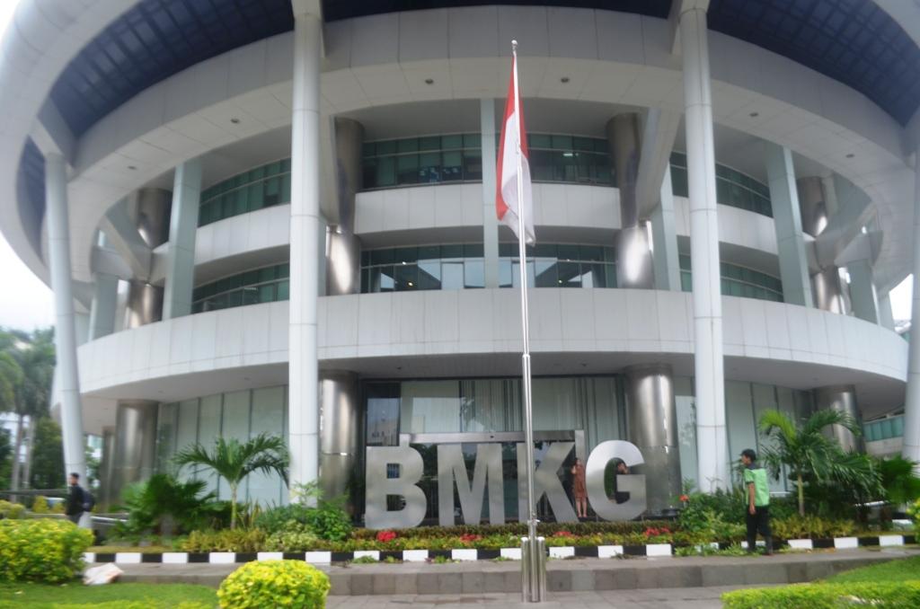 BMKG, Keluarkan Peringatan Cuaca Buruk di Indonesia Hingga 22 Mei