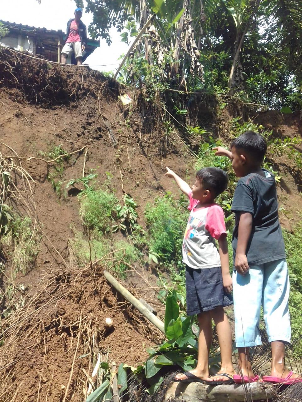 Hujan di Ciamis, Dua Rumah Terancam Longsor