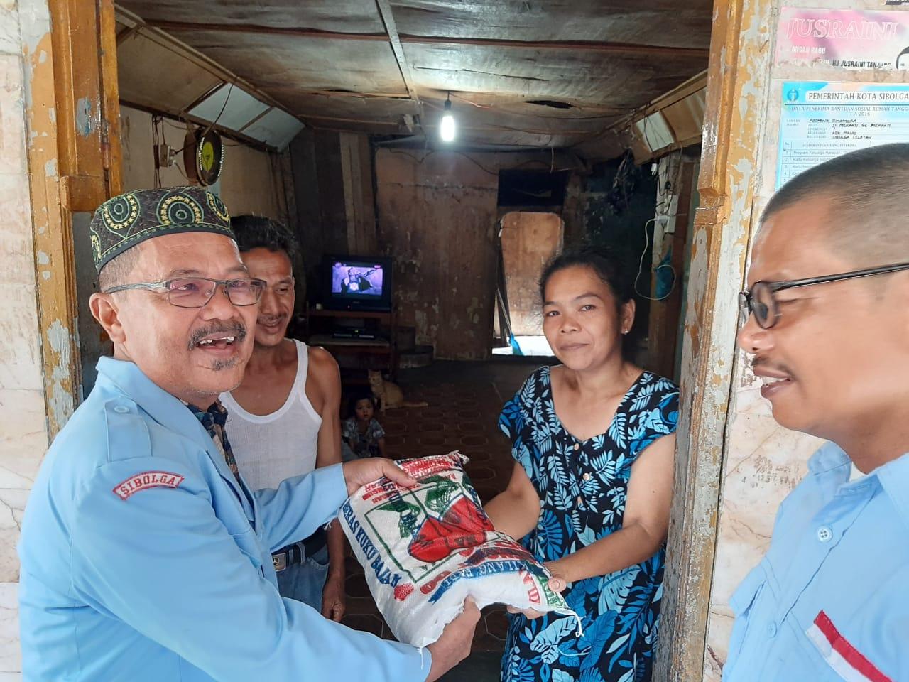 DPC HNSI Dan Rukun Nelayan Sibolga Peringati HUT Ke 47 Dengan Bagikan Sembako