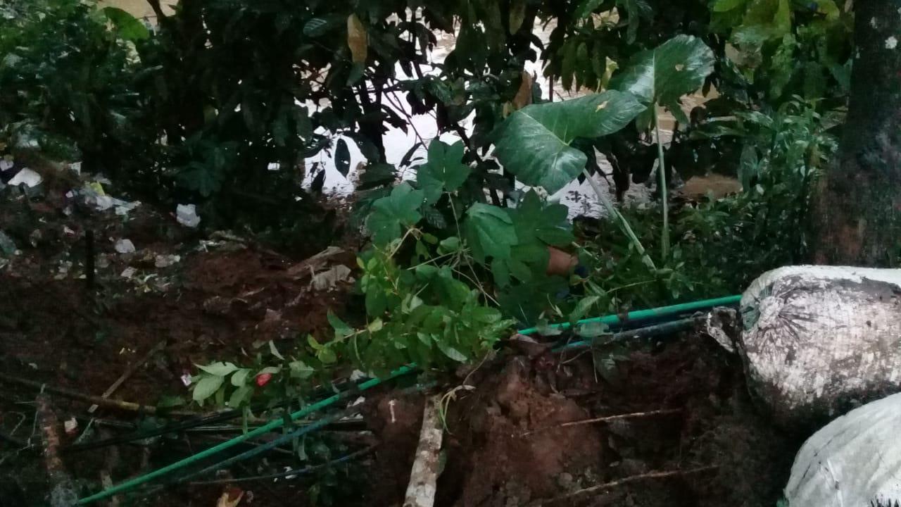 Longsor di Ciamis, Warga Bergotong Royong Bersihkan Material
