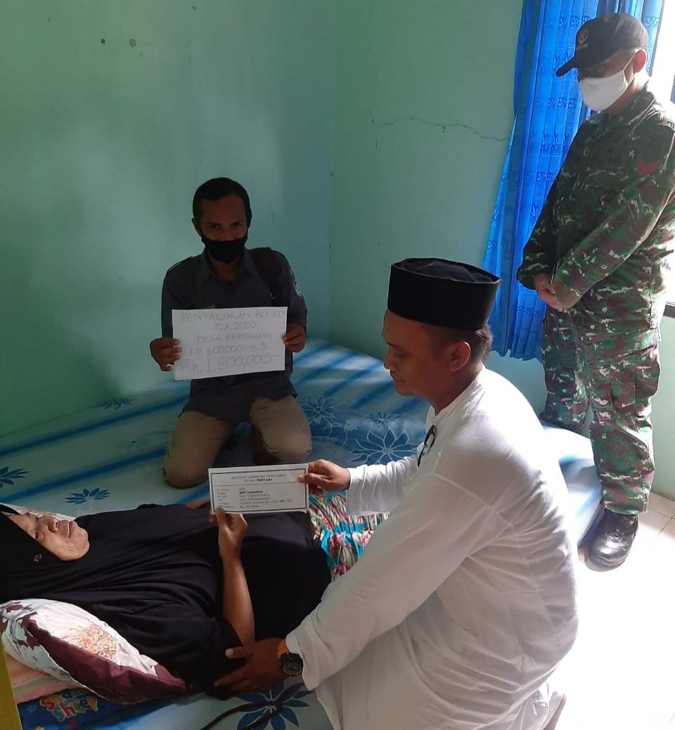 Kepala Desa Kertahayu, Salurkan BLT Secara Simbolis kepada Warga Sakit
