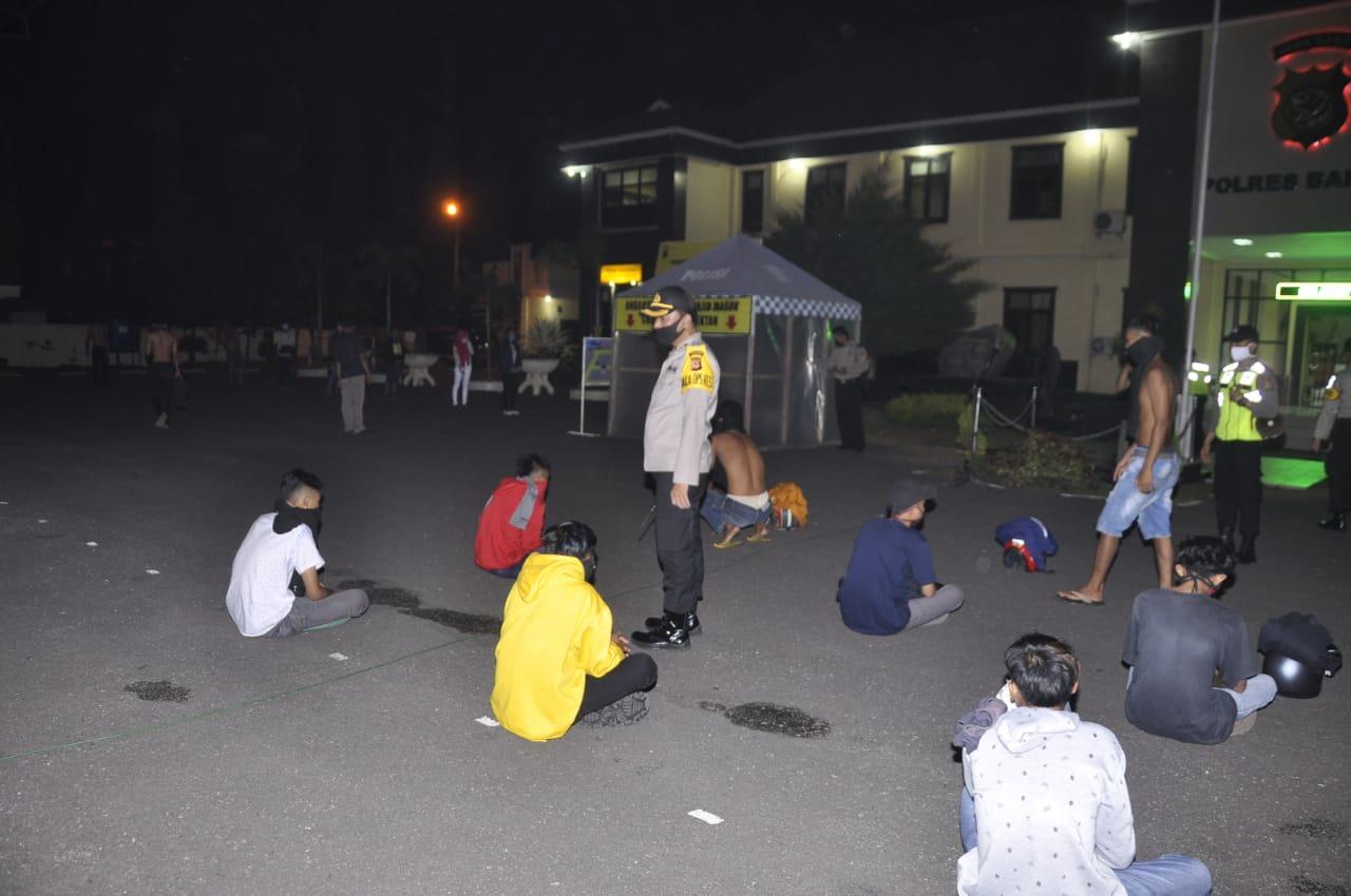 Malam Idul Fitri, Polisi Amankan Beberapa Orang Terbukti Minuman Keras