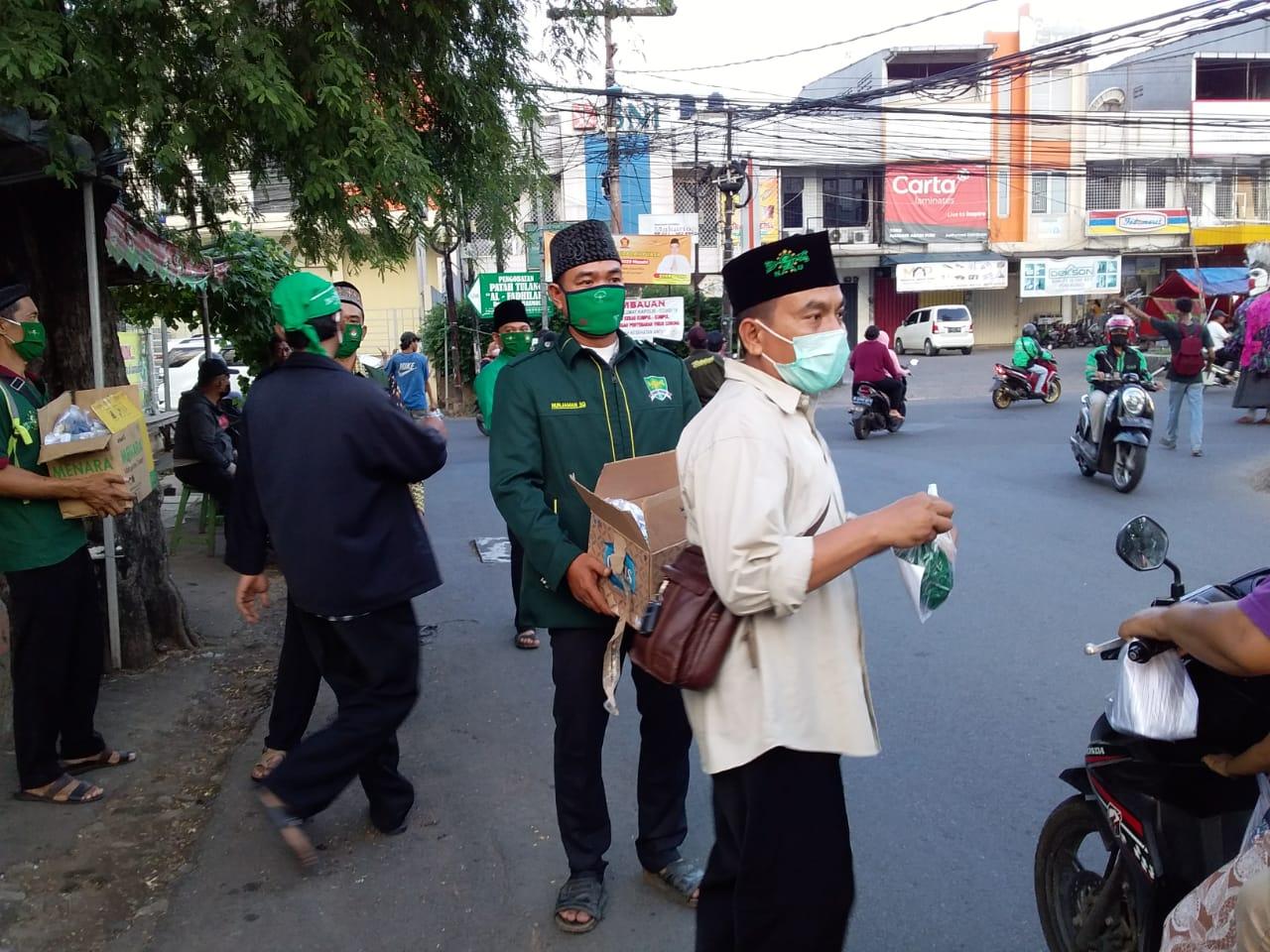 Pejuang Islam Nusantara DKI Jakarta, Bagikan Masker dan Takjil di Tengah Wabah Corona