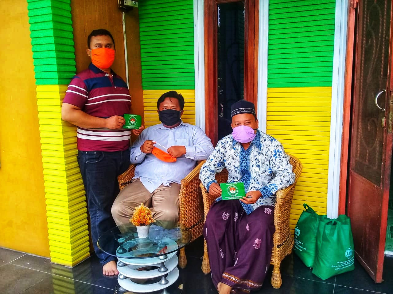 Pejuang Islam Nusantara Labuhanbatu Selatan, Berbagi Sembako, Masker dan Stiker